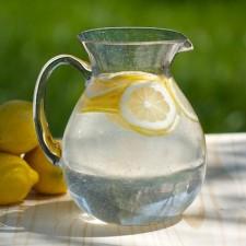 Το λεμονόνερο και τα οφέλη του στην υγεία μας